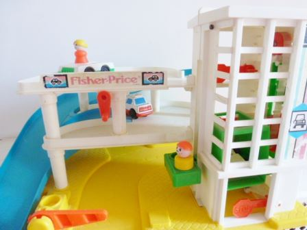 garage fisher price 029