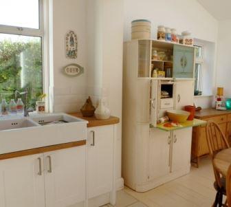 vintage free standing kitchen 007