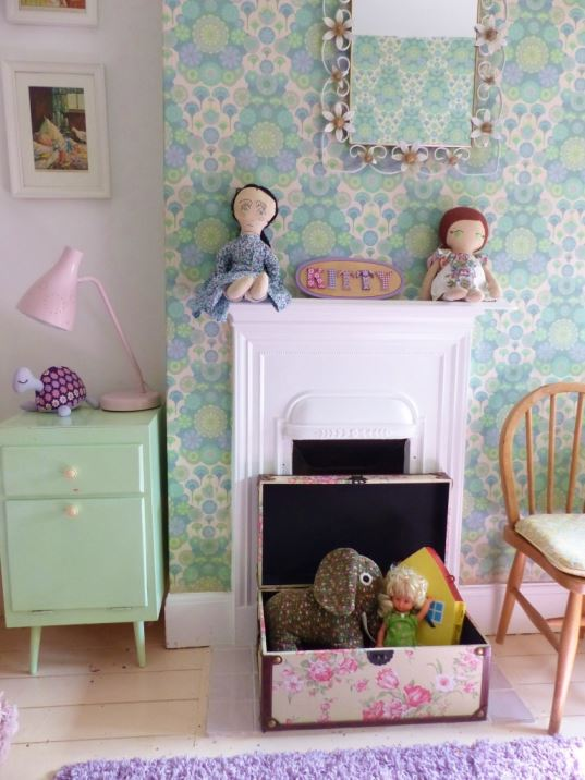 vintage floral flower style trunk from The Basket Company reviewed by Kate Beavis Home