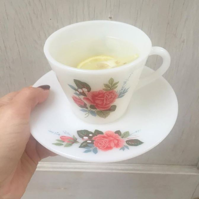healthy eat clean Pyrex lemon water as featured on Kate Beavis Vintage Home blog