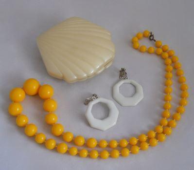 Vintage Mothers Day gift ideas on Kate Beavis Vintage Home blog