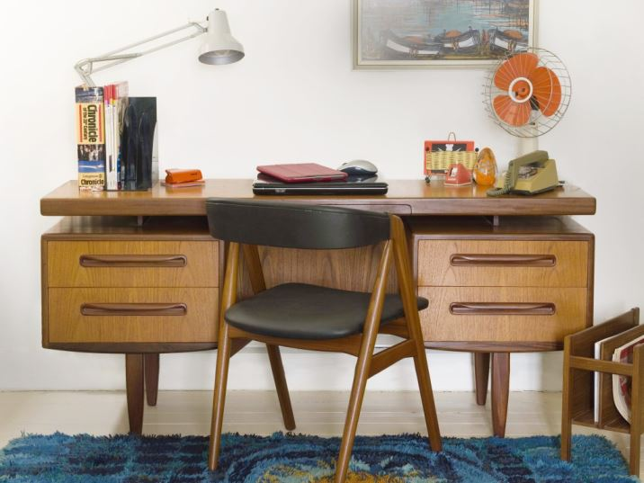 How to source mid century furniture by Kate Beavis.com Vintage Home blog