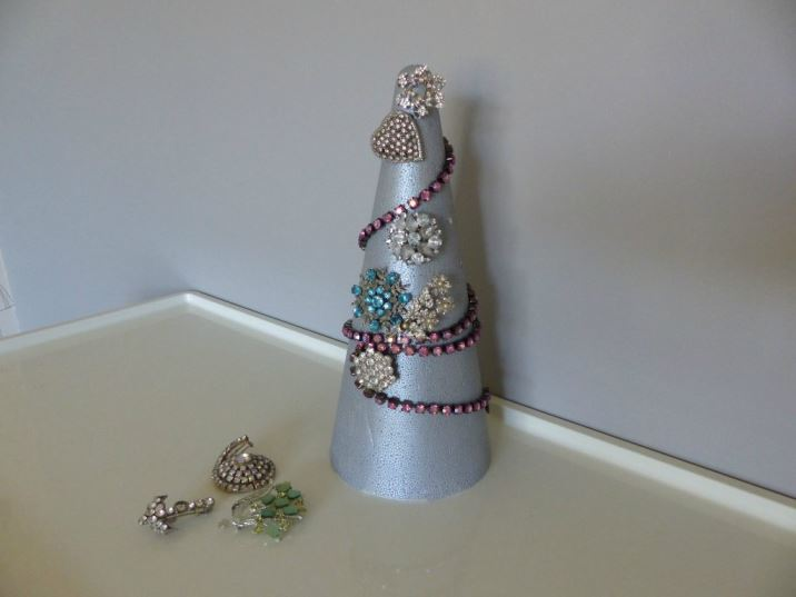 DIY Tutorial A Vintage Jewel Christmas Tree by Kate Beavis