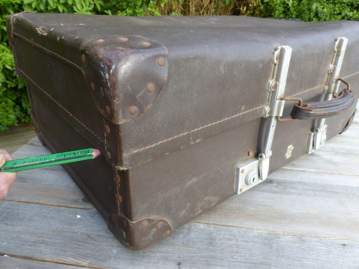 How to make a vintage suitcase cocktail bar