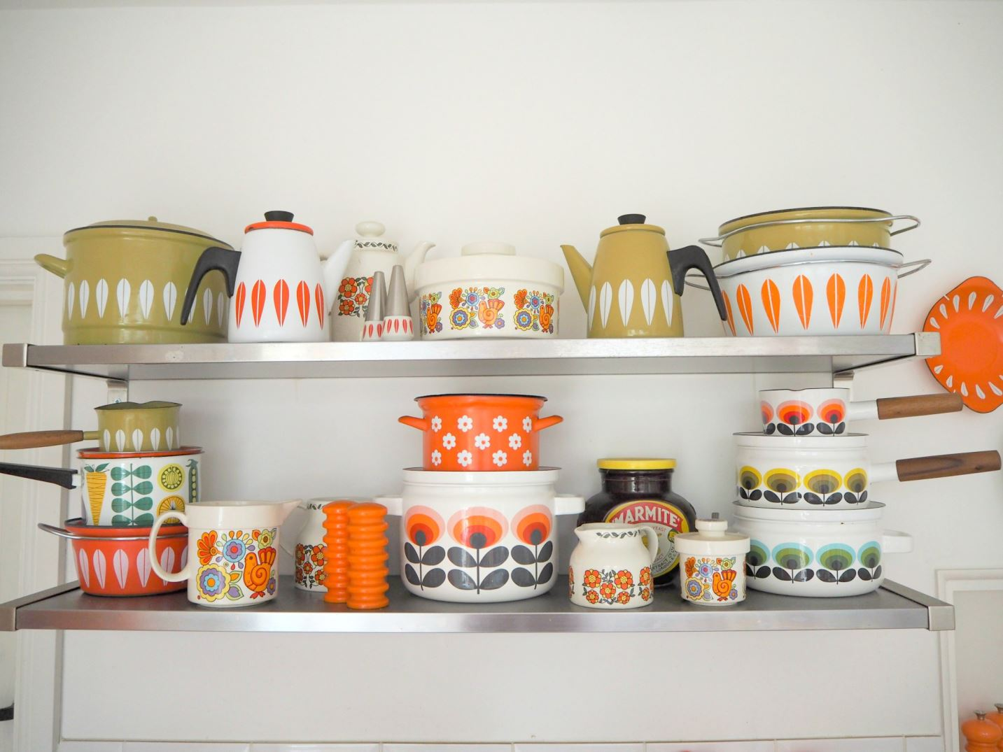 The perfect wall art for your vintage mid century kitchen