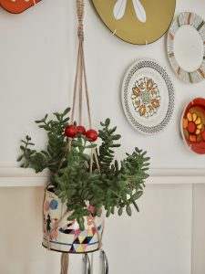 How to make a simple beaded 70s style macrame plant holder