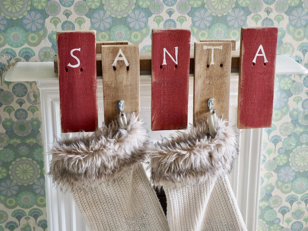 How to make a Christmas stocking holder from wooden pallets